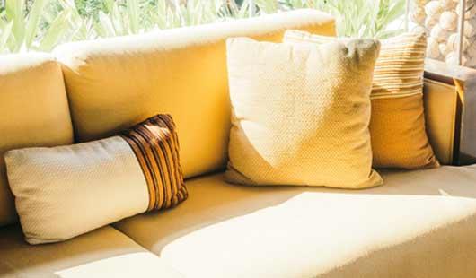 Sofa in der ersten eigenen Wohnung
