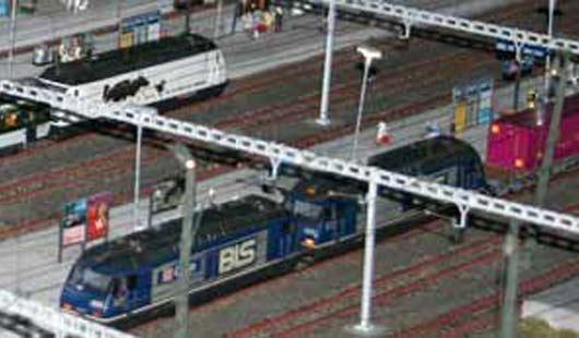 Eine Modelleisenbahn im Bahnhof