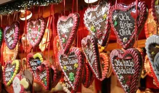 Weihnachtsmärkte mit Lebkuchenherzen