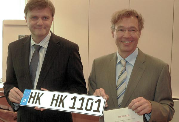 Heidekreis gegründet: Innenminister Schünemann (l.) und Landrat Manfred Osterman