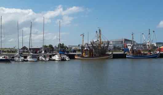 Bensersiel mit dem Hafen