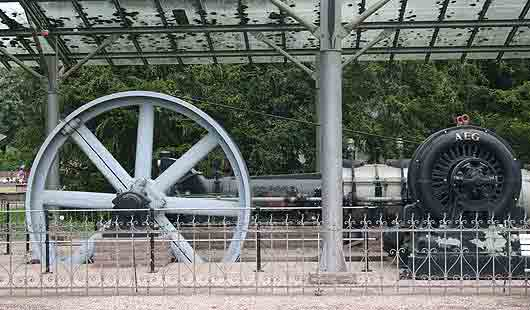 Riesiges Museumsstück in Bodenwerder: eine alte Einkurbel-Verbund-Dampfmaschine