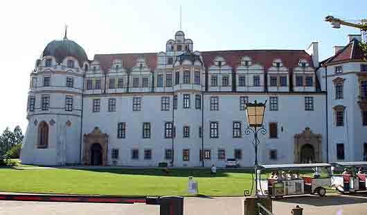 Das Schloss ist eine Sehenswürdigkeit in Celle