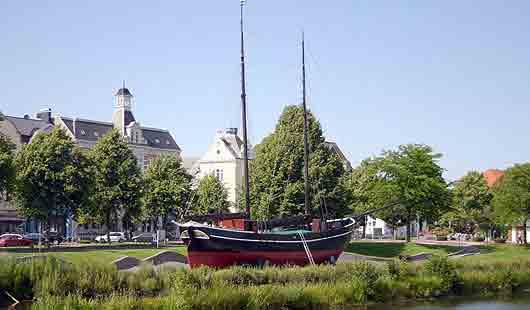 Cuxhaven - das Segelschiff Hermine ist eine Sehenswürdigkeit