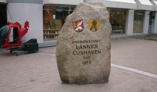 Die Partnerstädte von Cuxhaven sind auf diesem Stein verewigt