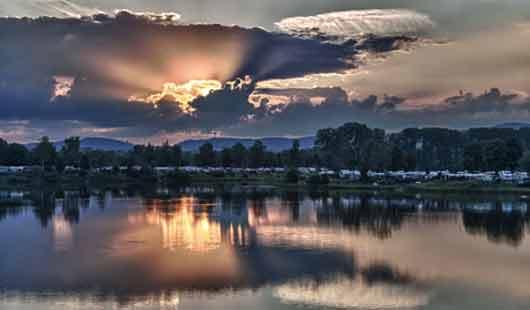 Ein schöner Sonnenuntergang am Doktorsee bei Rinteln an der Weser