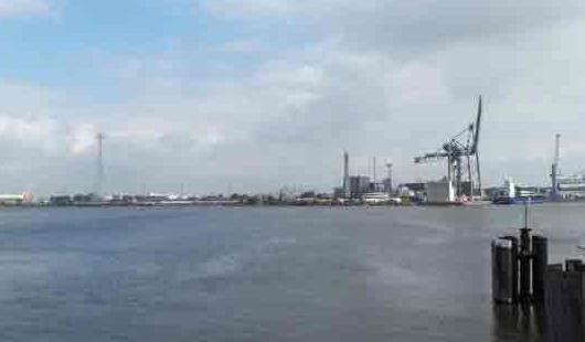 Neuer Binnenhafen von Emden  - Foto von Günter Dehne