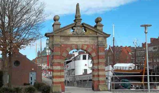 Stadttor in Emden - Foto von Günter Dehne