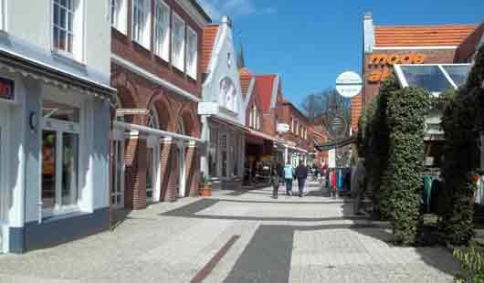Bummeln  in der Fußgängerzone in Ostfriesland