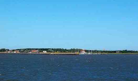 Inselort Langeoog - Blick von der Fähre - Foto von G. Dehne