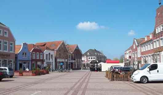 Der Marktplatz in Esens ist ein zentraler Platz in der Stadt