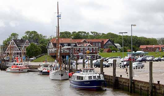Der alte Fischerhafen in Neuharlingersiel