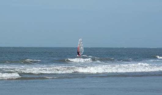 Surfen vor der Ostfriesischen Insel Norderney