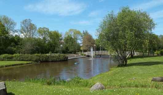 Spazierengehen im Von Thünen Park in Bensersiel