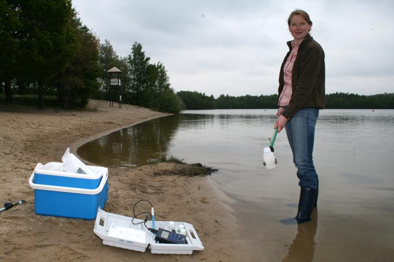 Bettina Tecklenburg vom Fachbereich Gesundheit der Region Hannover nimmt eine Wa