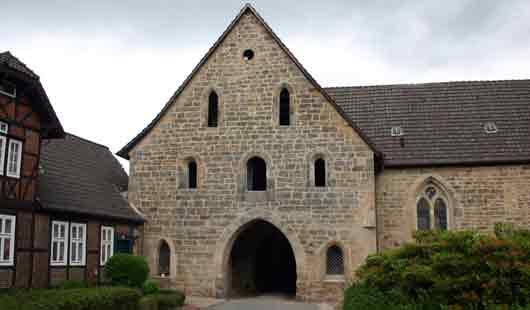 Blick auf die Ausfahrt im Klosterhof Loccum