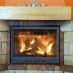 Mit einem Kaminofen im Winter zu heizen, schafft wohlige Wärme