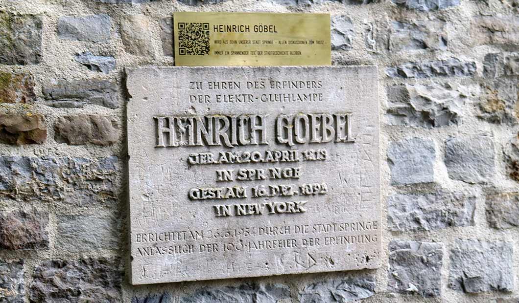 Erinnerungstafel an Heinrich Goebel